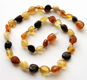 AMBER-TEETHING-NECKLACE-2